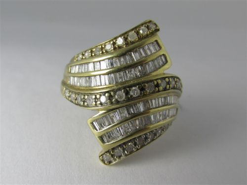 10K GOLD DIAMOND RING